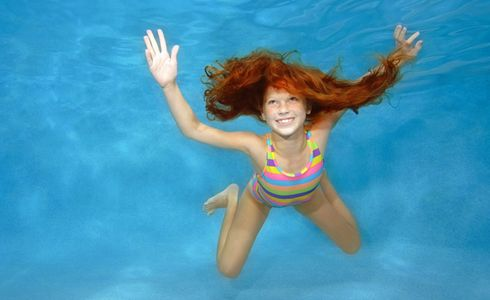 1Girl_skydiving_underwater.jpg
