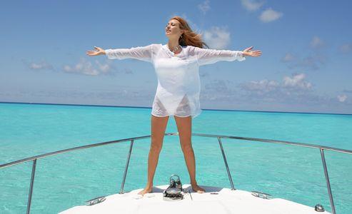 1Feeling_the_breeze_on_a_boat_s_bow.jpg