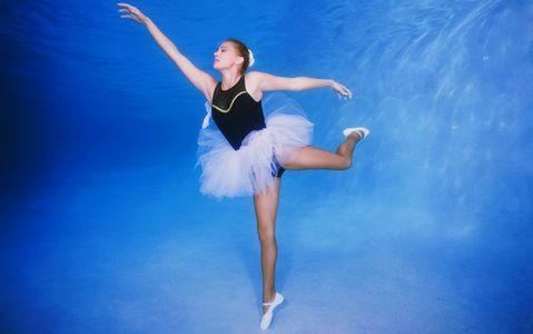 1Ballerina_dancing_underwater.jpg