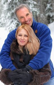 1Portrait_of_affectionate_couple_in_snow.jpg