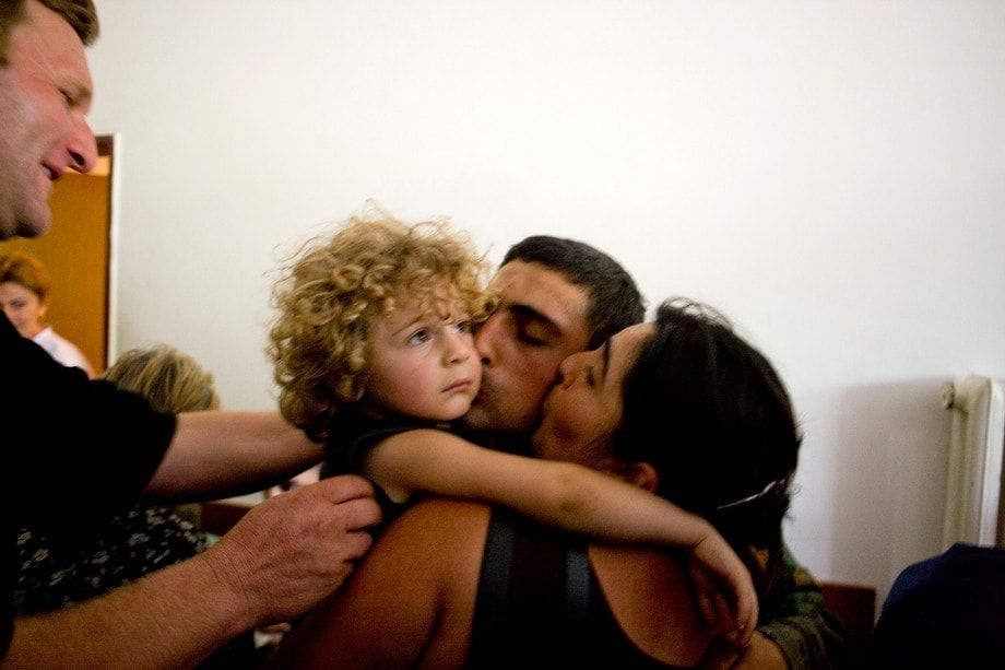 A Georgian soldier is reunited with his family after being released by Russian backed forces.  © Ron Haviv - VII