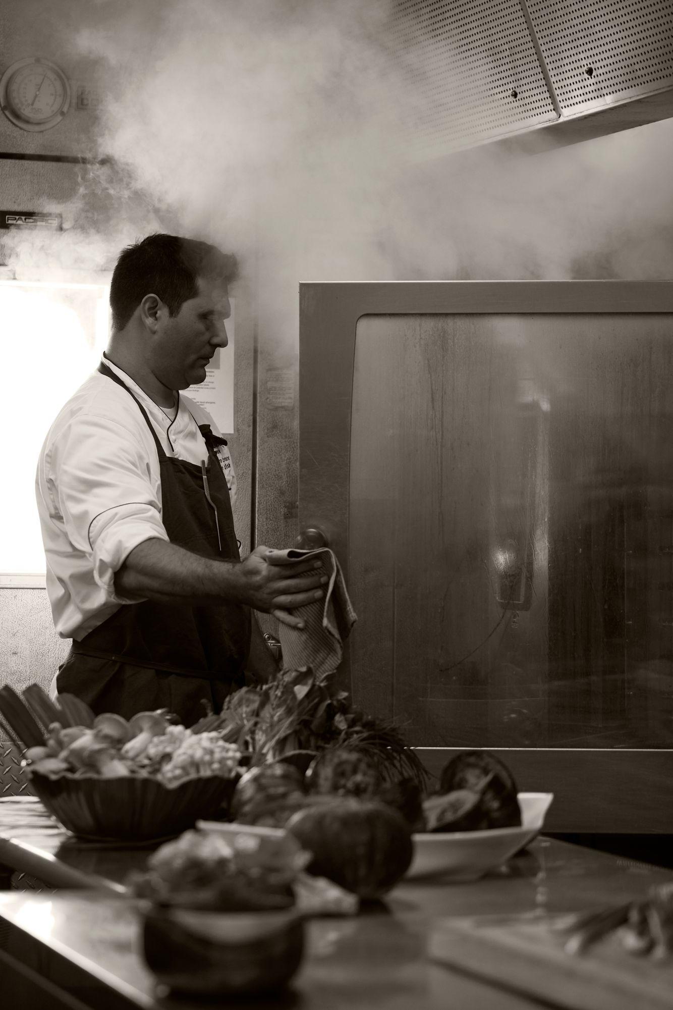 Fairmont_Orchid_BBH_Kitchen_Chefs_BW_404.jpg