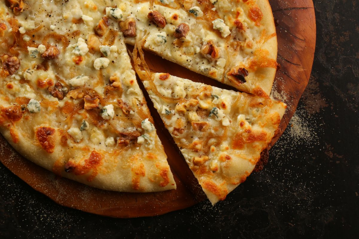 lisa bishop food stylist- Saputo blue cheese, caramelized onion and walnut pizza