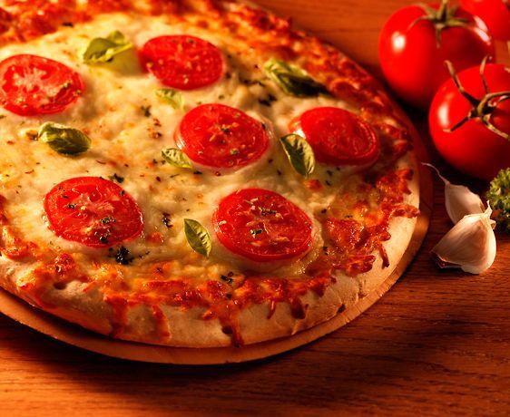 lisa bishop food stylist- margherita pizza