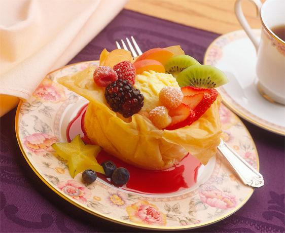 lisa bishop food stylist- fruity phyllo sundae