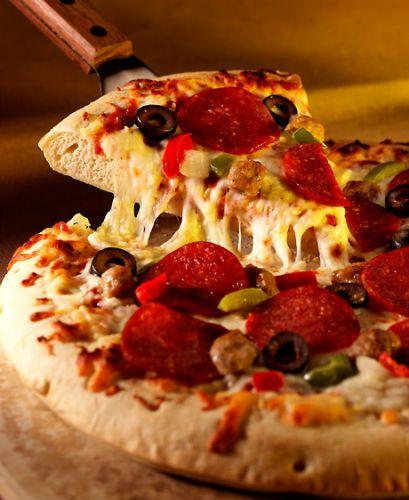 lisa bishop food stylist- pizza pull