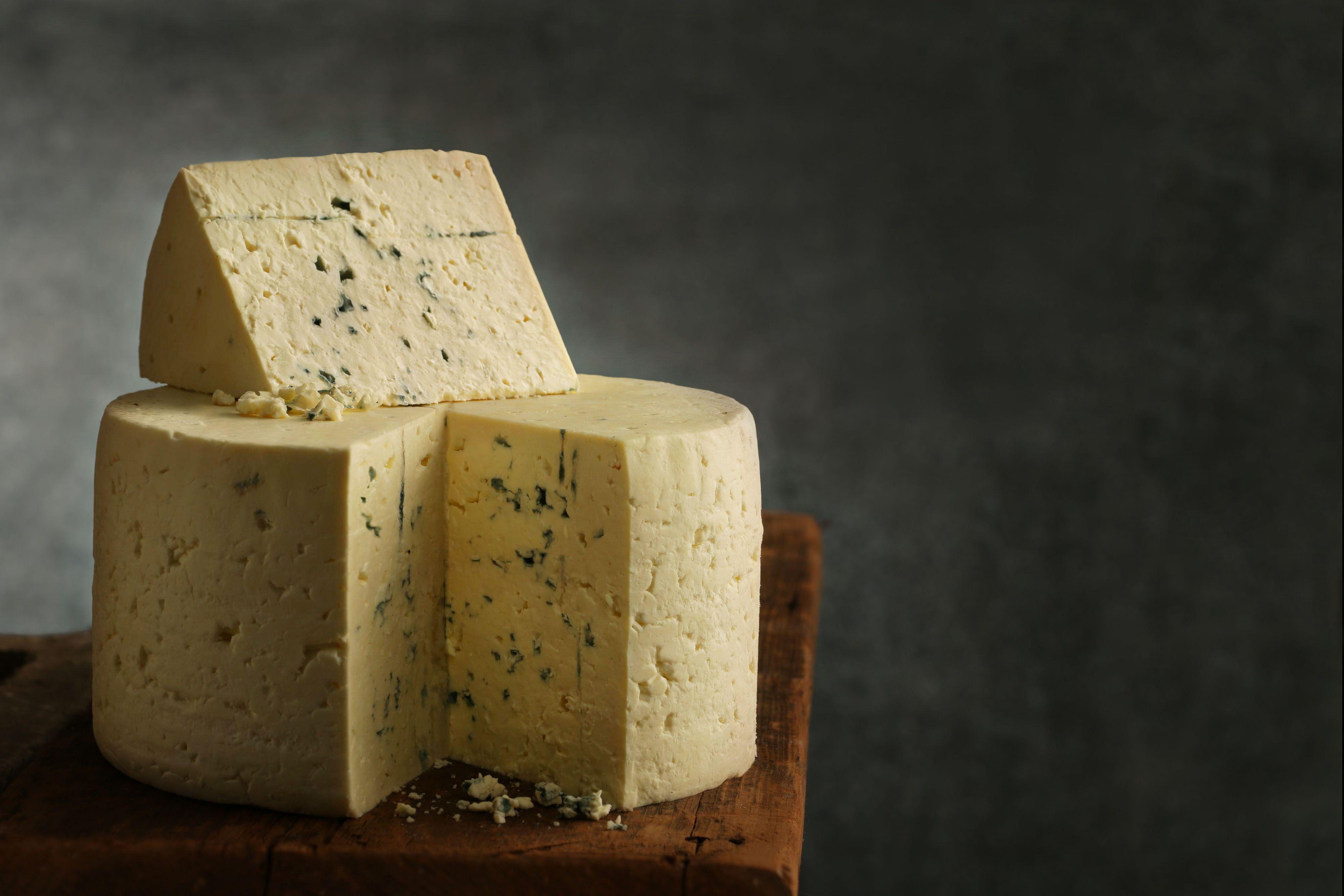 lisabishopfoodstylist- Saputo blue cheese wheel