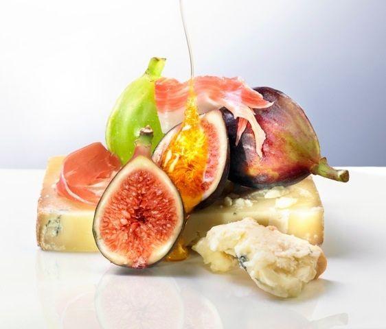 lisa bishop food stylist- fresh figs, honey, and blue