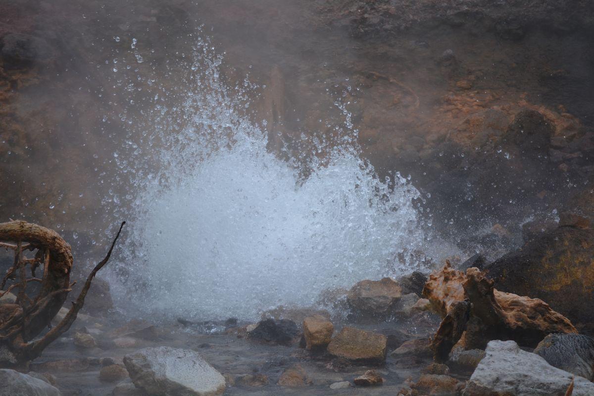 YellowstoneGeyser.jpg