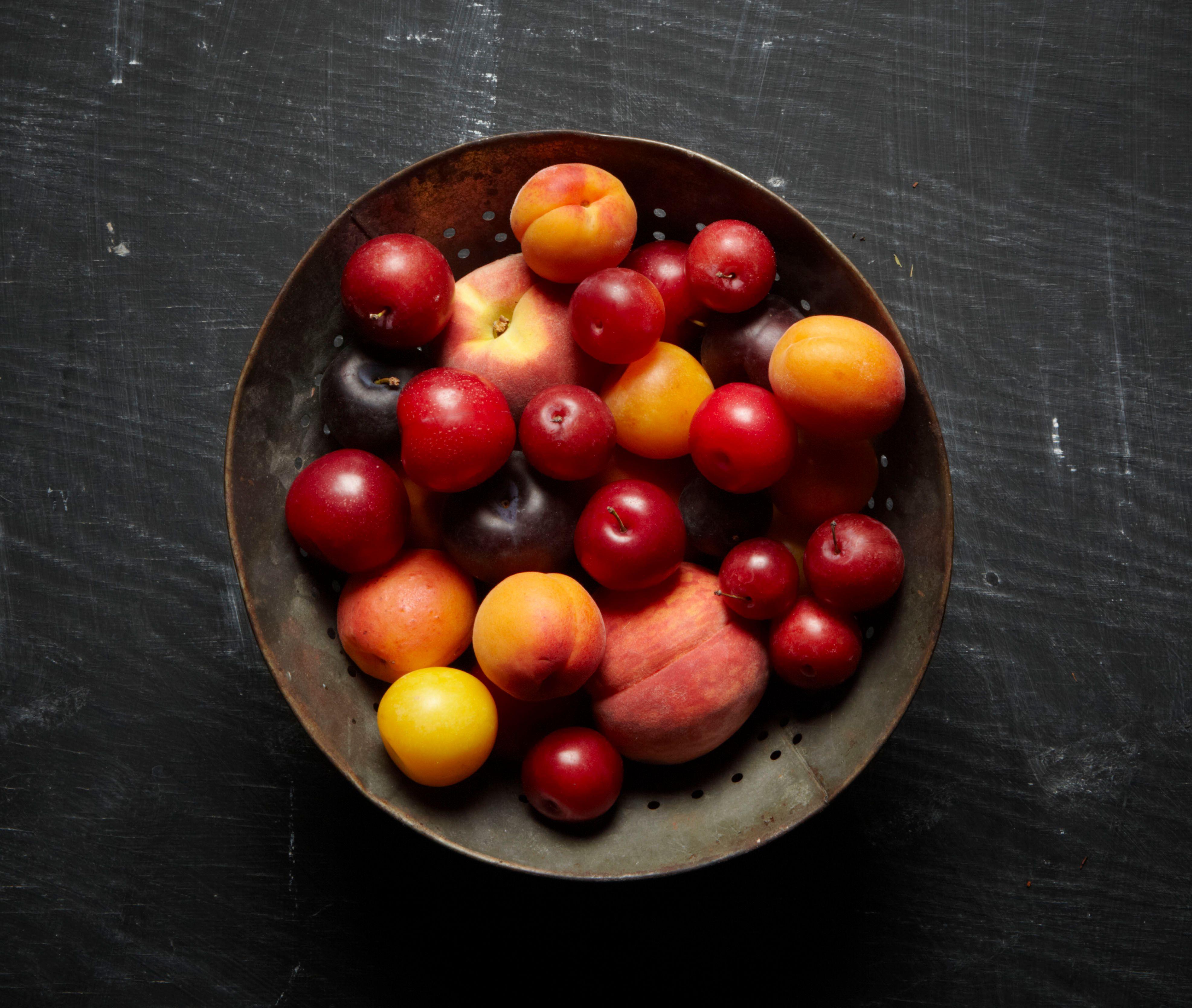 lisa bishop food stylist- farmers market summer stone fruit