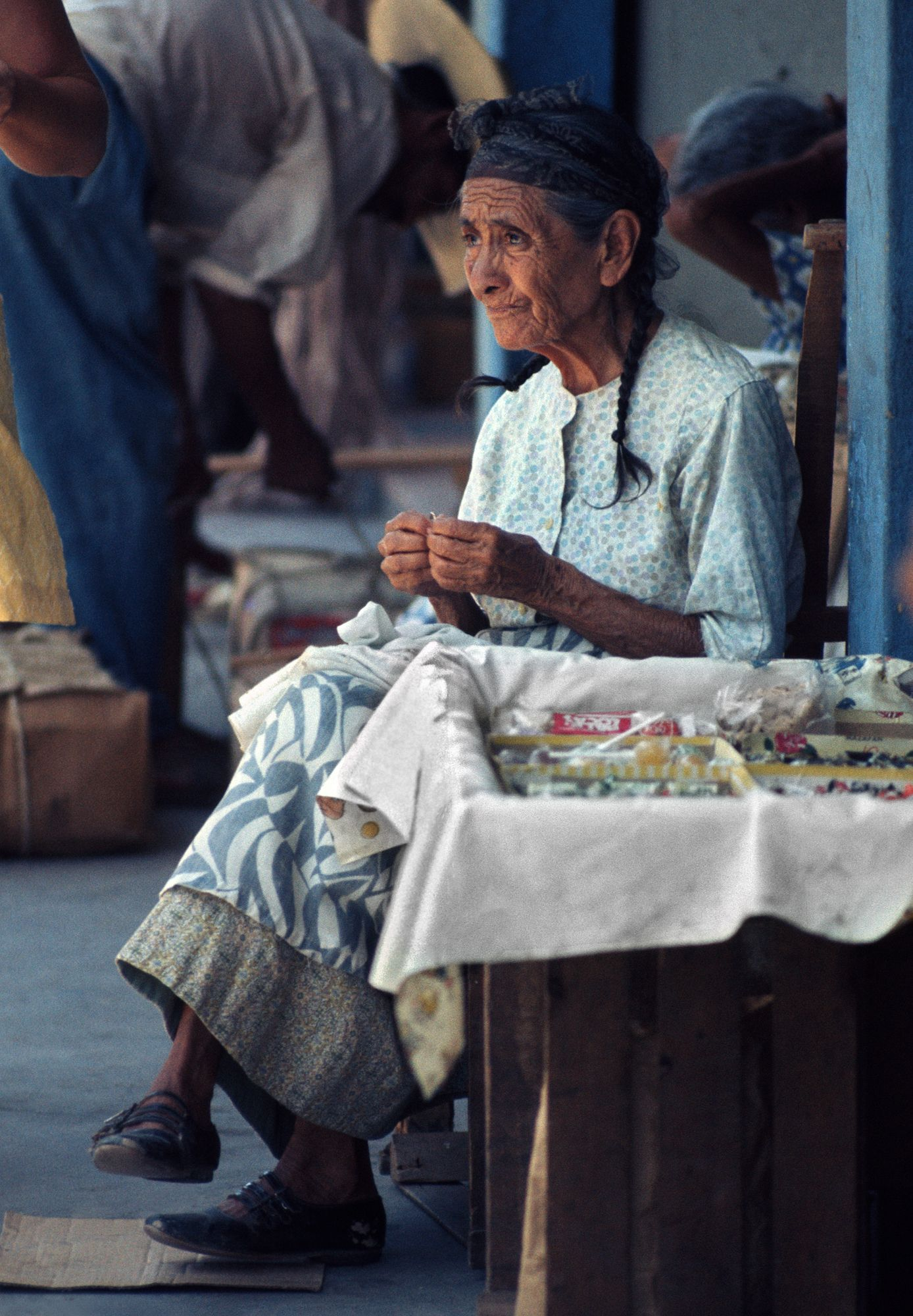 1antigua_old_woman_sharped