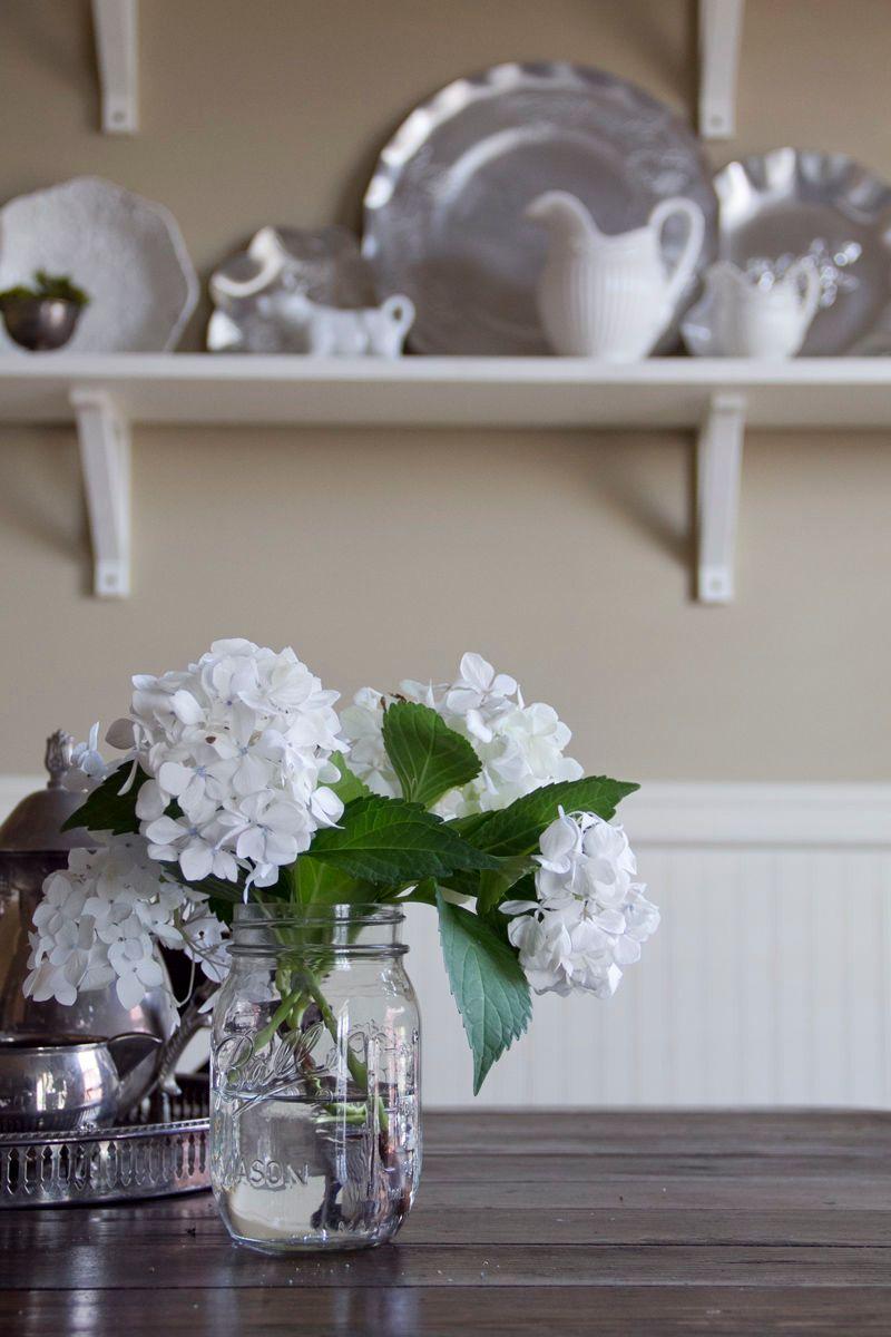 1white_geraniums.jpg
