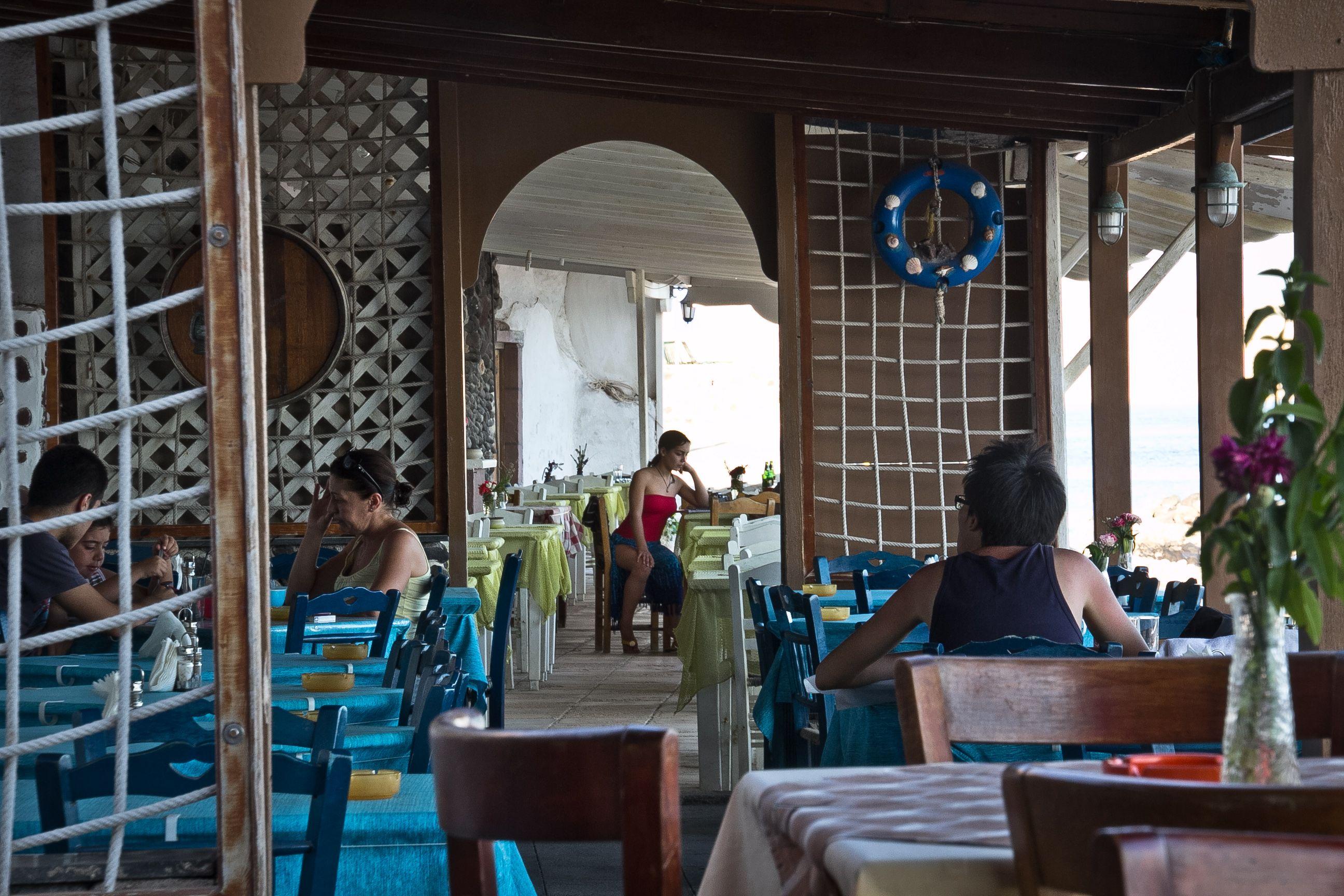 akrotiri taverna candid (1 of 1).jpg