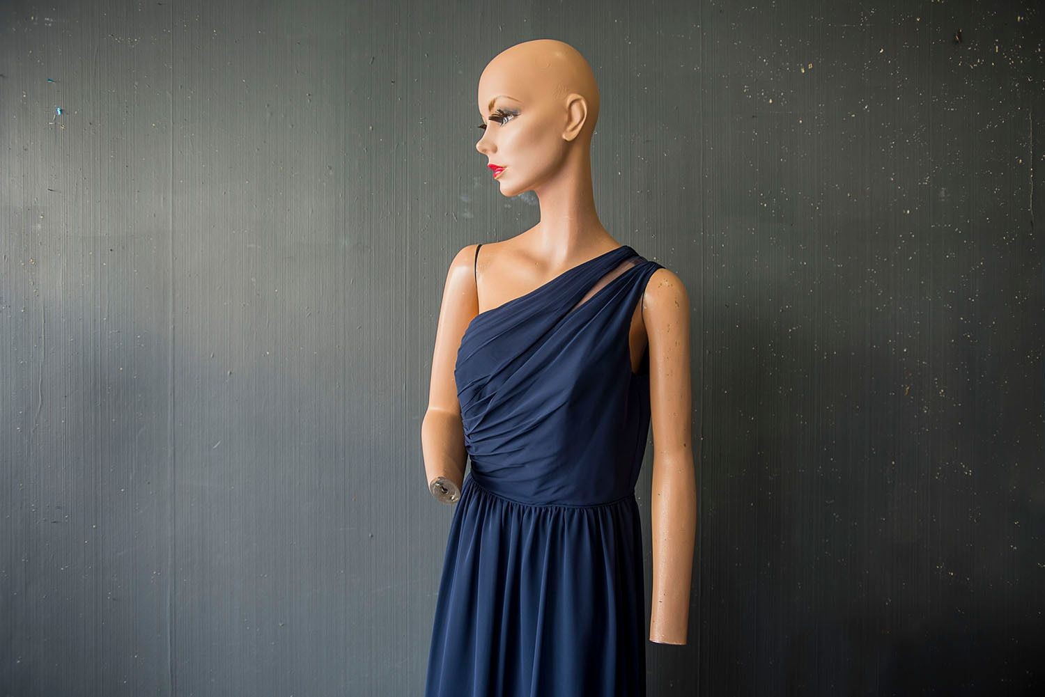 Female Mannequin without Hands or Hair
