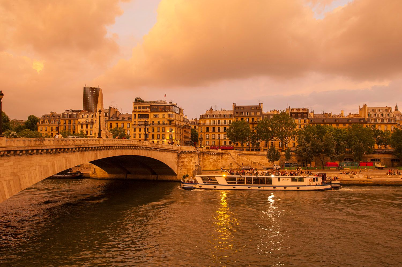 Bateaux Cruise along the Seine in Paris France