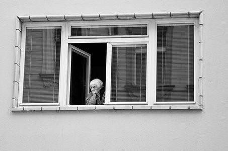 1lb_woman_in_window.jpg
