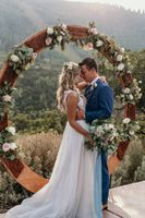 Mountainside wedding ceremony flowers