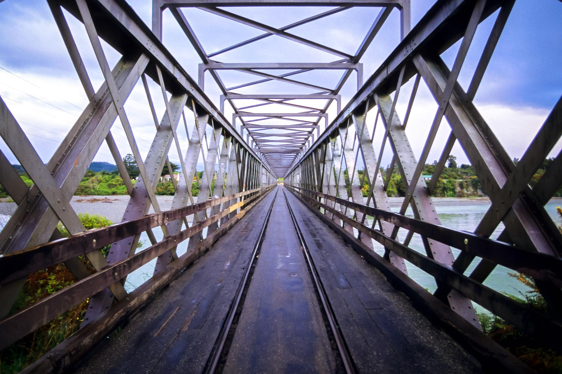 1one_way_bridge.jpg
