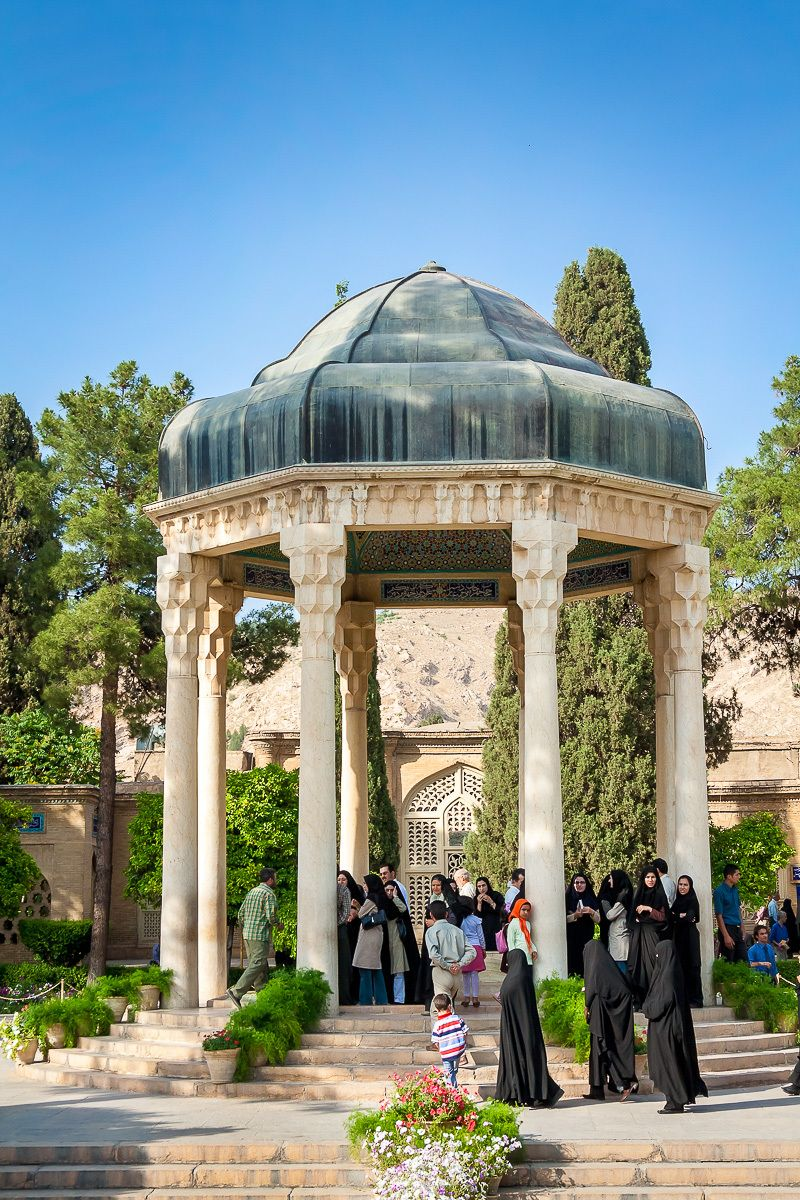 1tomb_of_hafez_2b.jpg