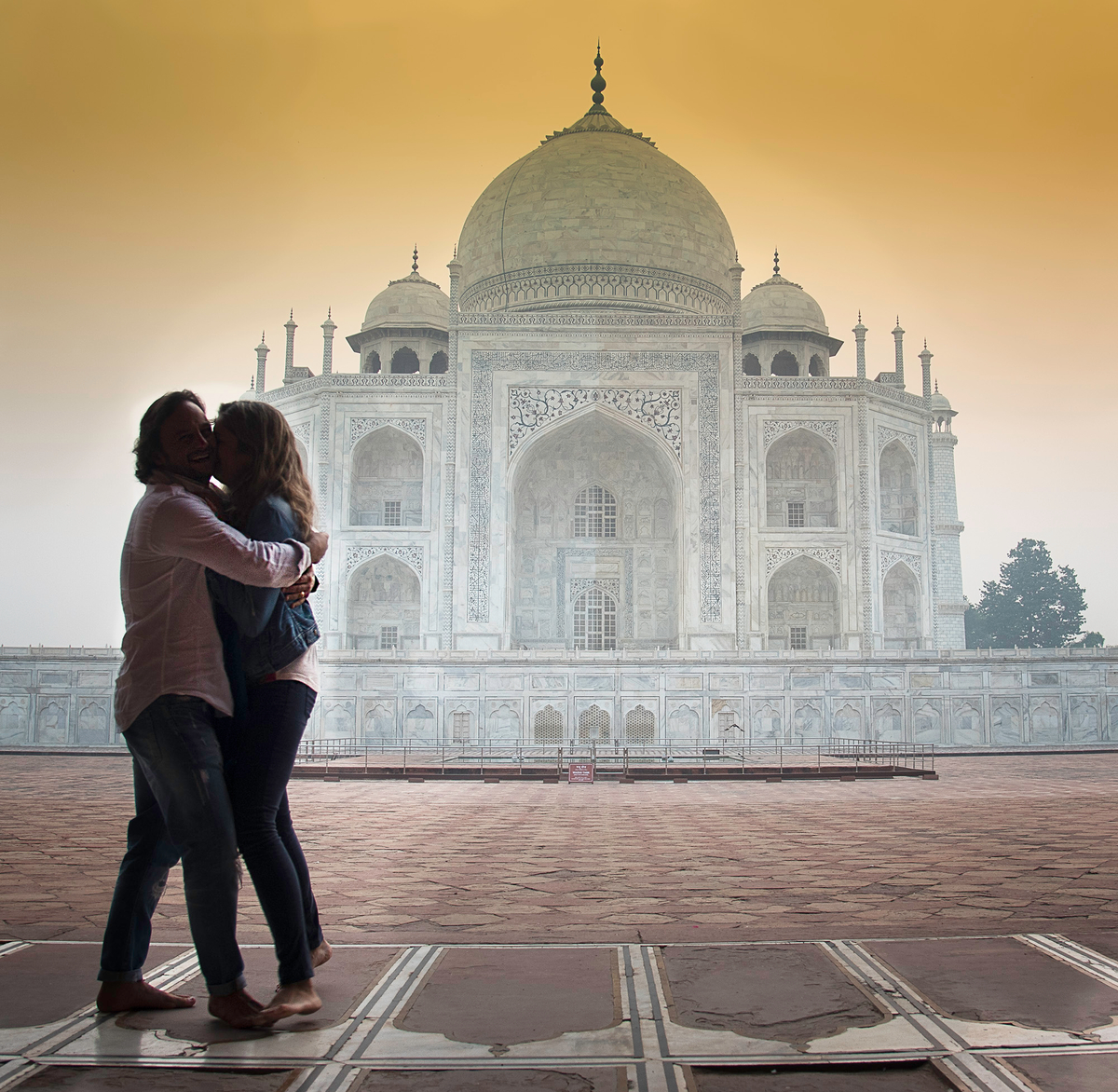 couple taj.jpg