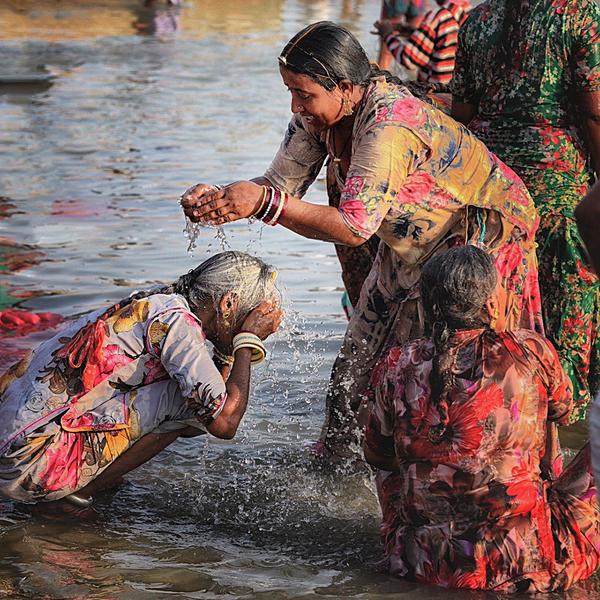 women kolayat watersq.jpg