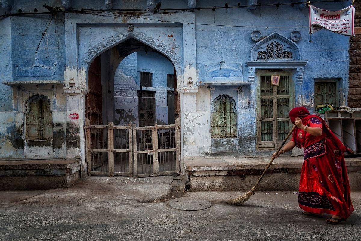 Jodphur lady sweeping.jpg