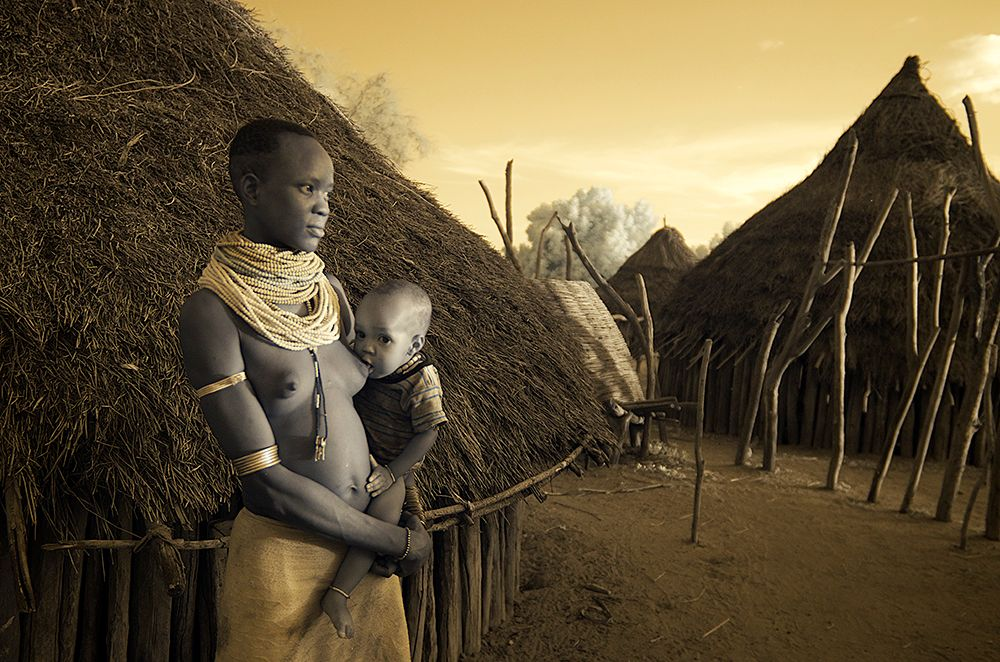 Kara african tribes breastfeeding
