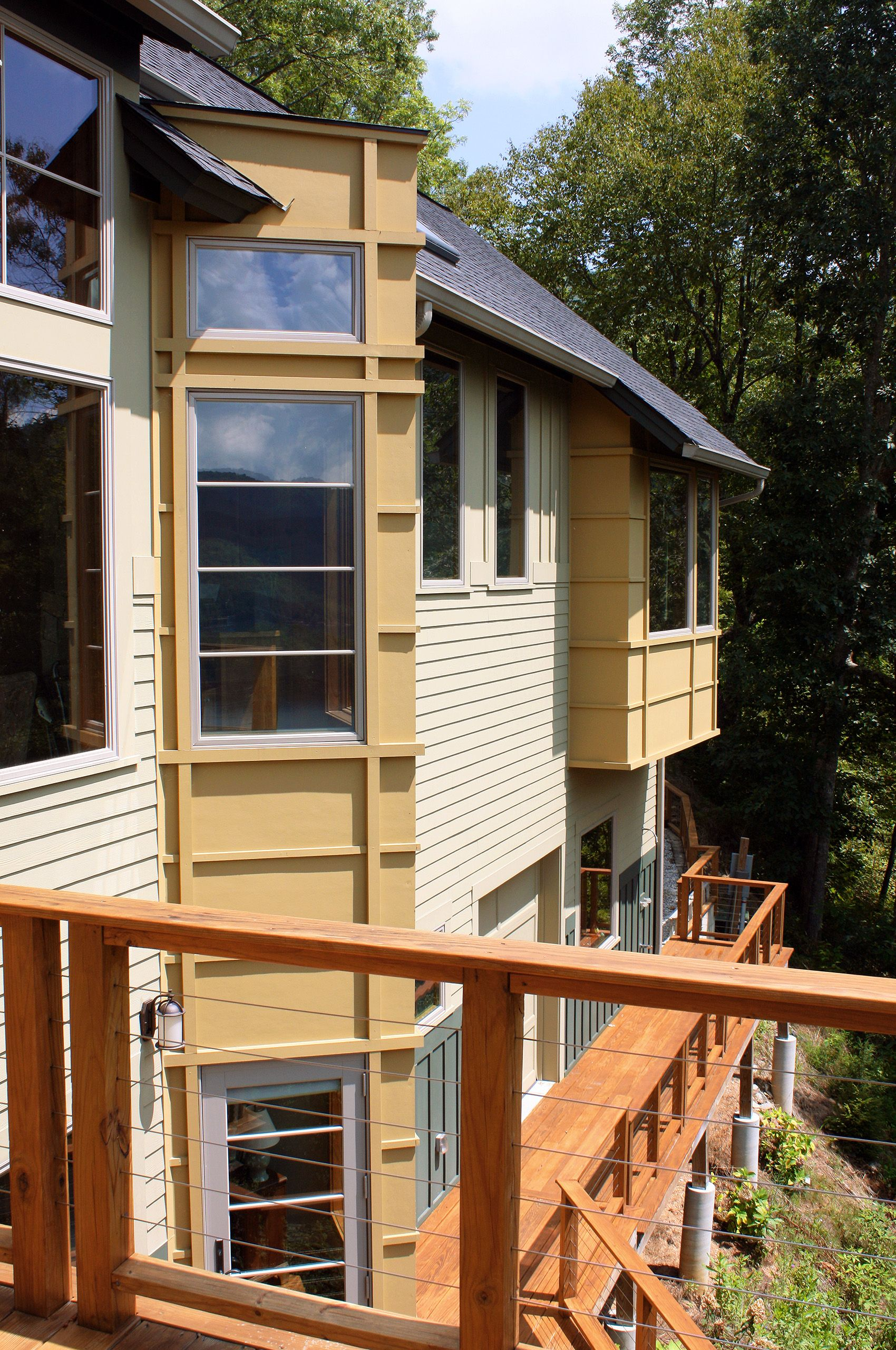 MountainRetreat-Lake Nantahala-NorthCarolina-UpperDeck.jpg