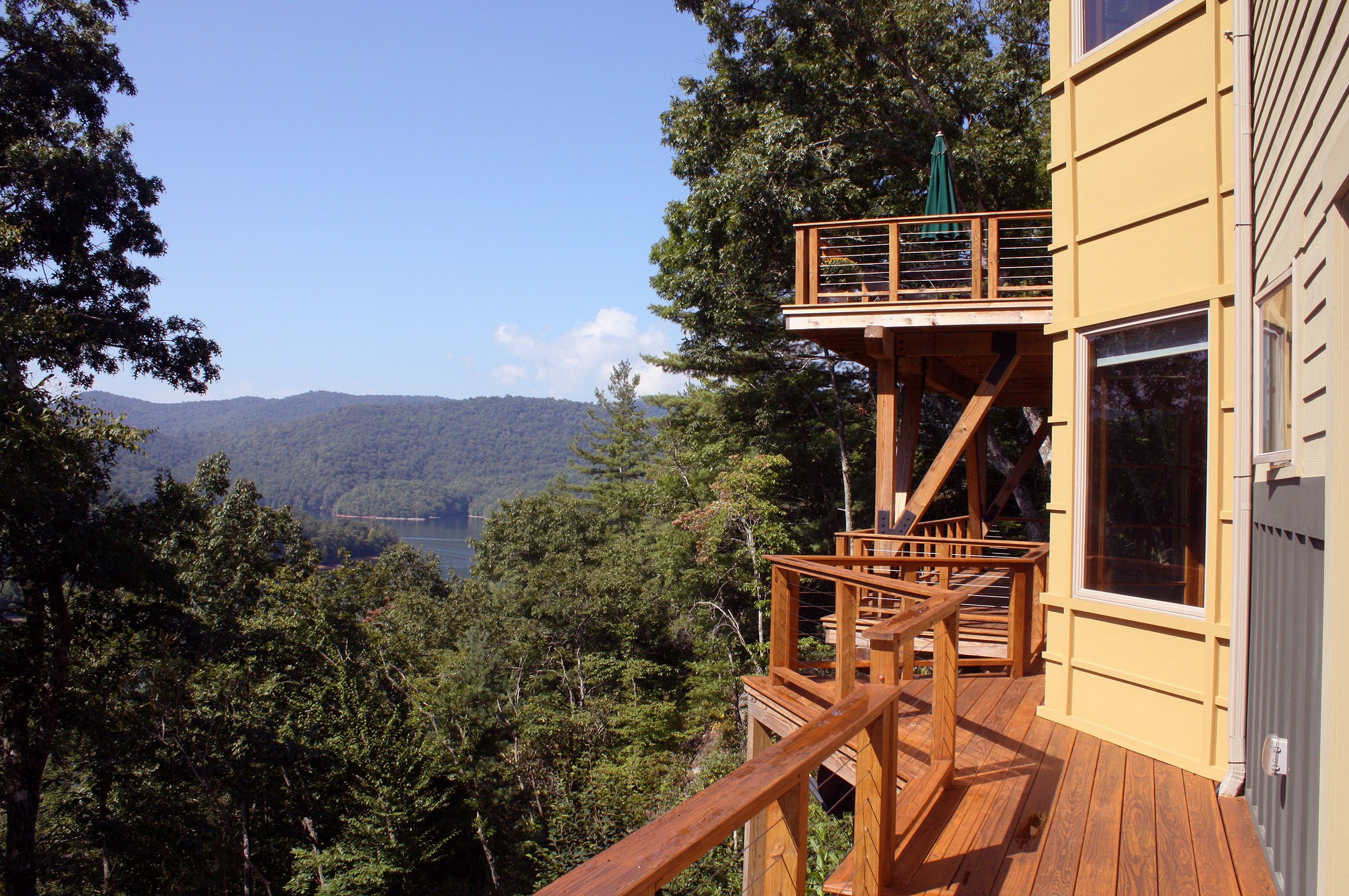 MountainRetreat-Lake Nantahala-NorthCarolina-LowerDeck2.jpg