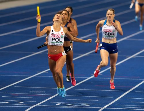 2018-EURO-CHAMPS-DAY-6-4x400w-relay-finish--1750--jeff-cohen-photo--web.jpg