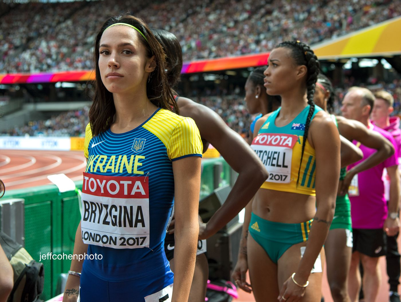2017-IAAF-WC-London-day-3-Anastasiia-Bryzgina-400m-enter-4262-jeff-cohen-photo--web.jpg