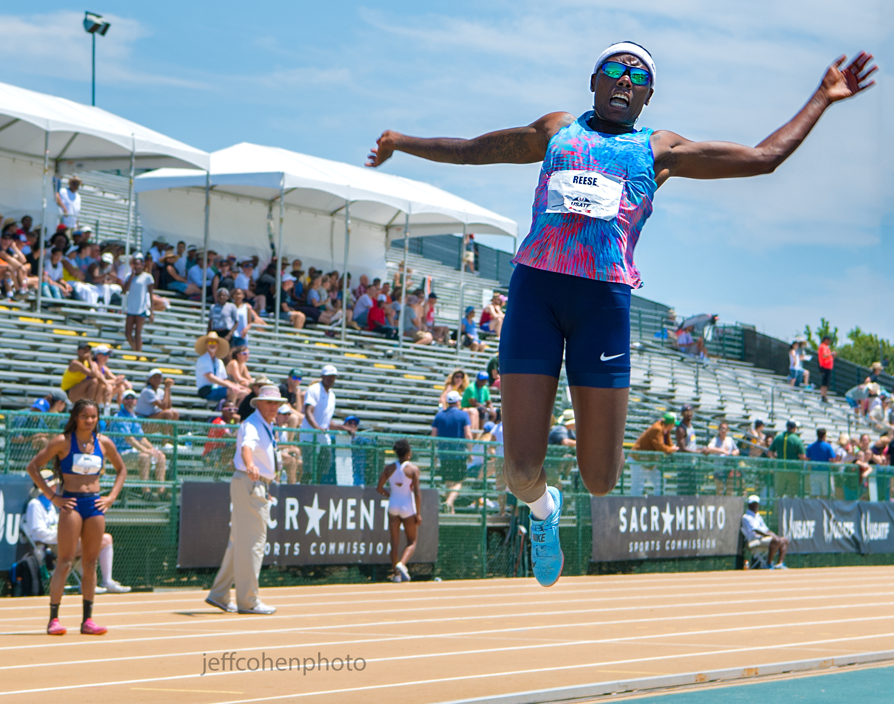 2017-usatf-outdoor-champs-day-3-reese-ljw-davis-watching-jeff-cohen-photo--703-web.jpg