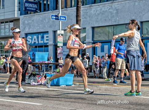 1r2016_us_trials_marathon_shalane_grab_towel_jeff_cohen_photo_3068_web.jpg