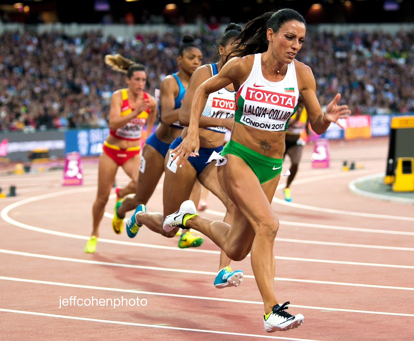 2017-IAAF-WC-London-night-5-lalova-200m-476-jeff-cohen-photo--web.jpg