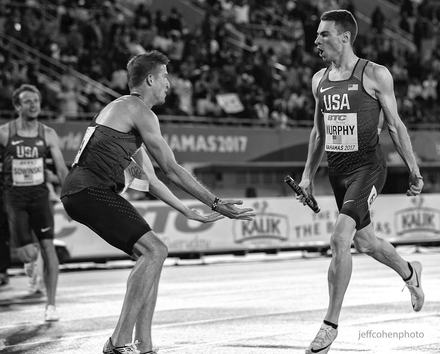 1r2017_bahamas_relays_day_2___loxom_murphy_celebrate_4x800_bw__jeff_cohen_photo__2430_web.jpg