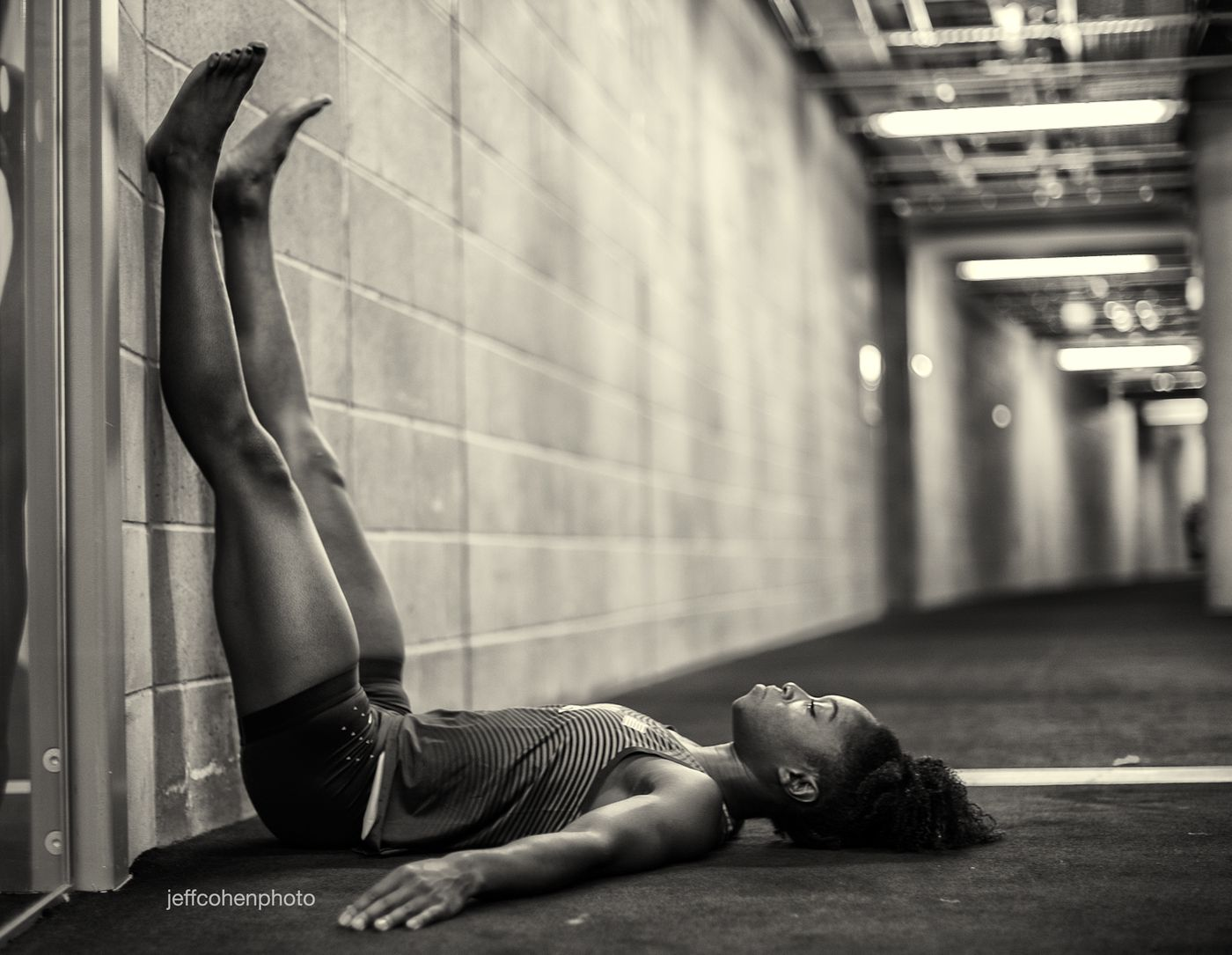 2017-IAAF-WC-London-pre-meet-tianna-bartoletta-legs-up-jeff-cohen-photo--215-web.jpg