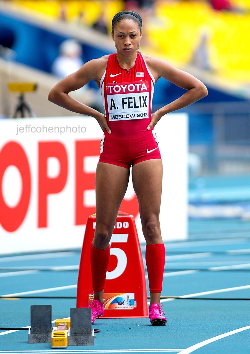 1moscow_2013_allyson_felix_start_200m__jeff_cohen_photo_081513_1795_web.jpg