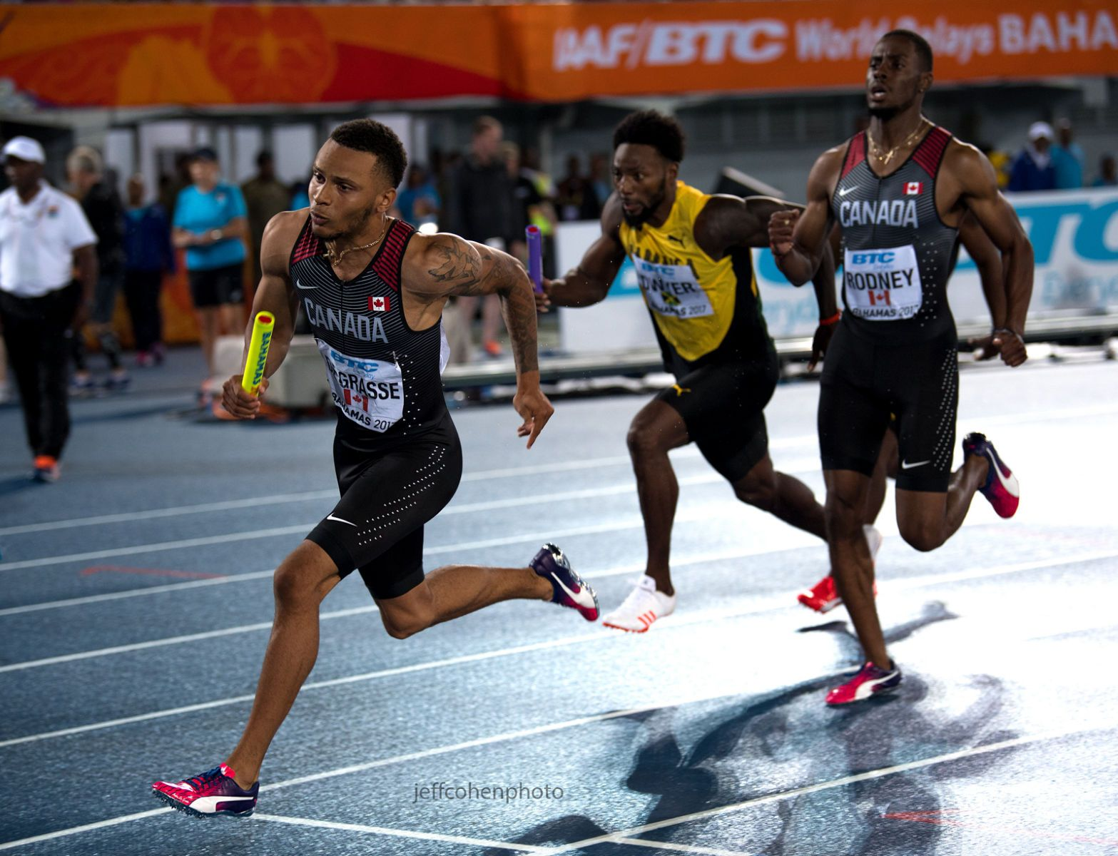 1r2017_bahamas_relays_day_2__de_grasse_4x200___jeff_cohen_photo__2988_web.jpg