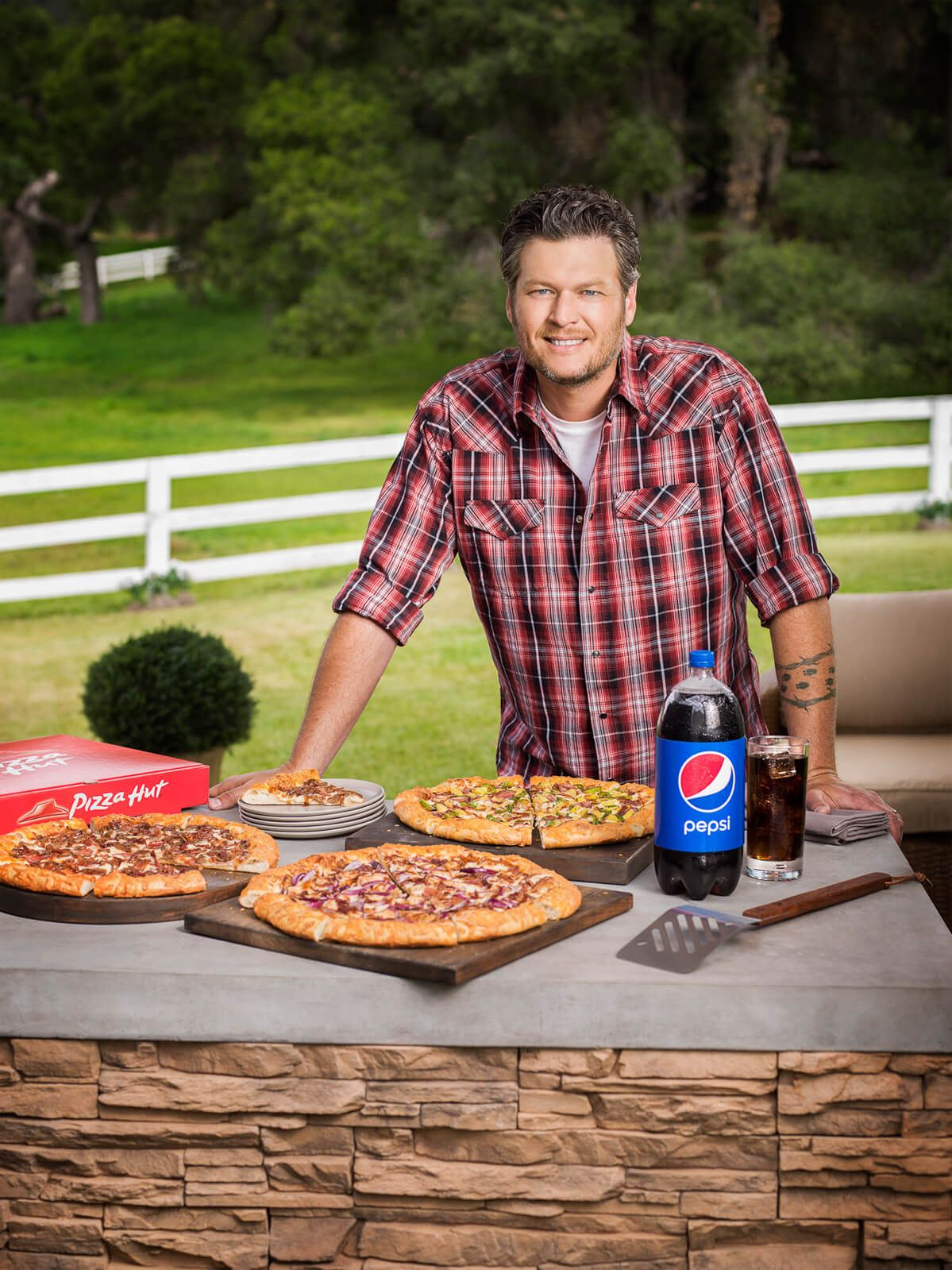 Blake Shelton Pizza Hut Smokehouse BBQ.jpg