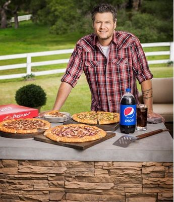 Pizza-Hut-Commercial-with-Blake-Shelton-by-Michael-Grecco-345x400.jpg