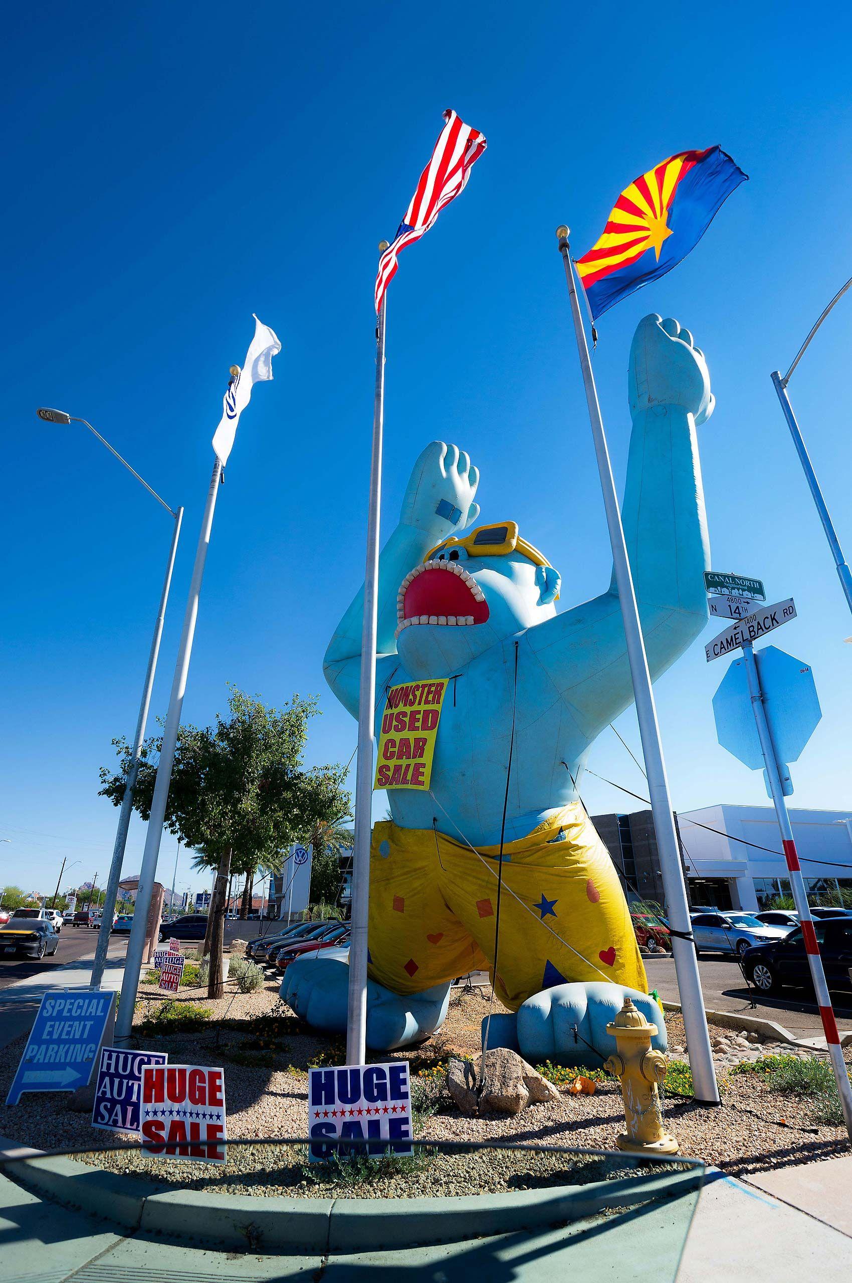 Car dealership in Pheonix  Arizona Huge Sale savings gaint inflatable blue gorilla