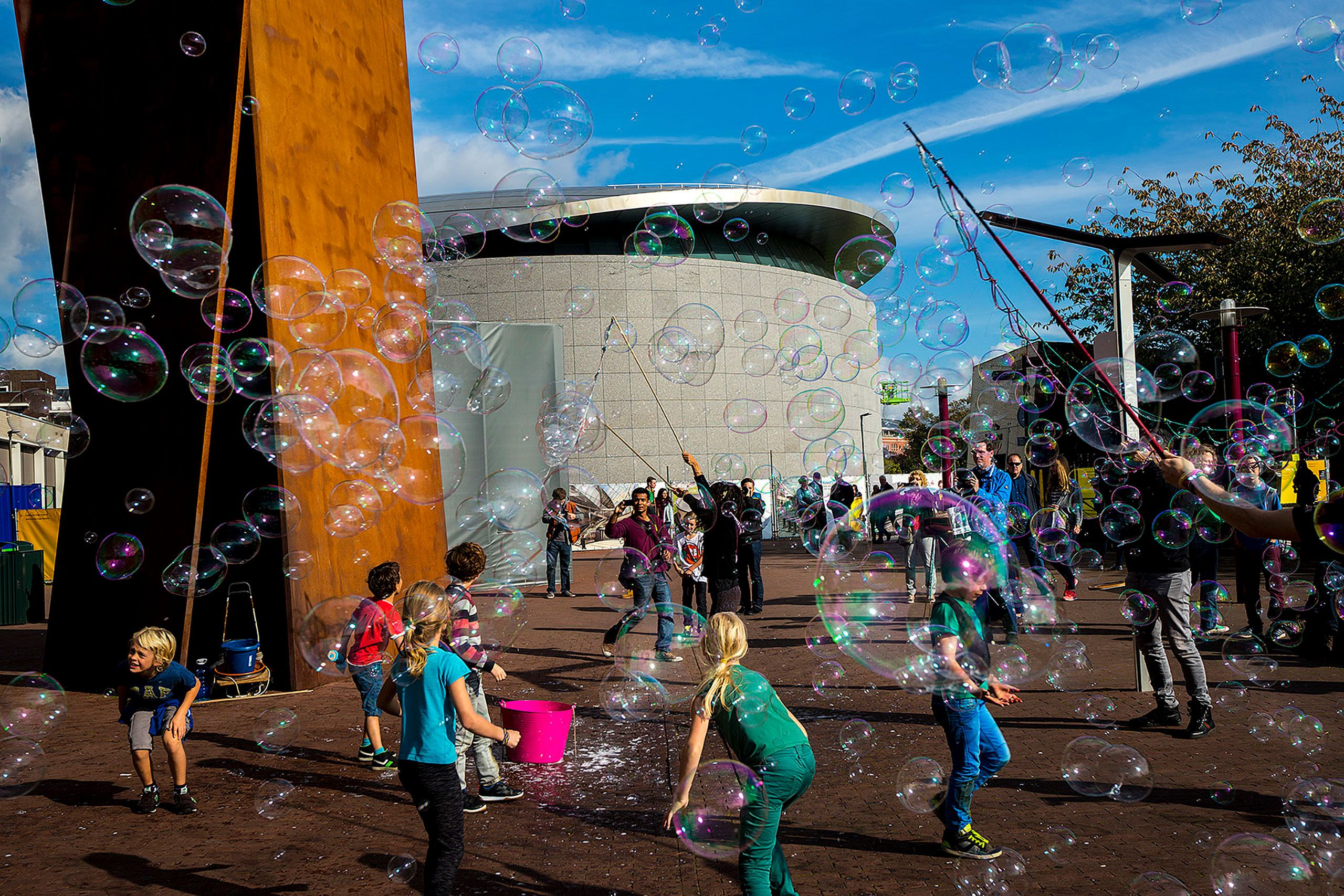 kids blowing bubbles out side Stedelijk Museum Of Modern Art Amsterdam