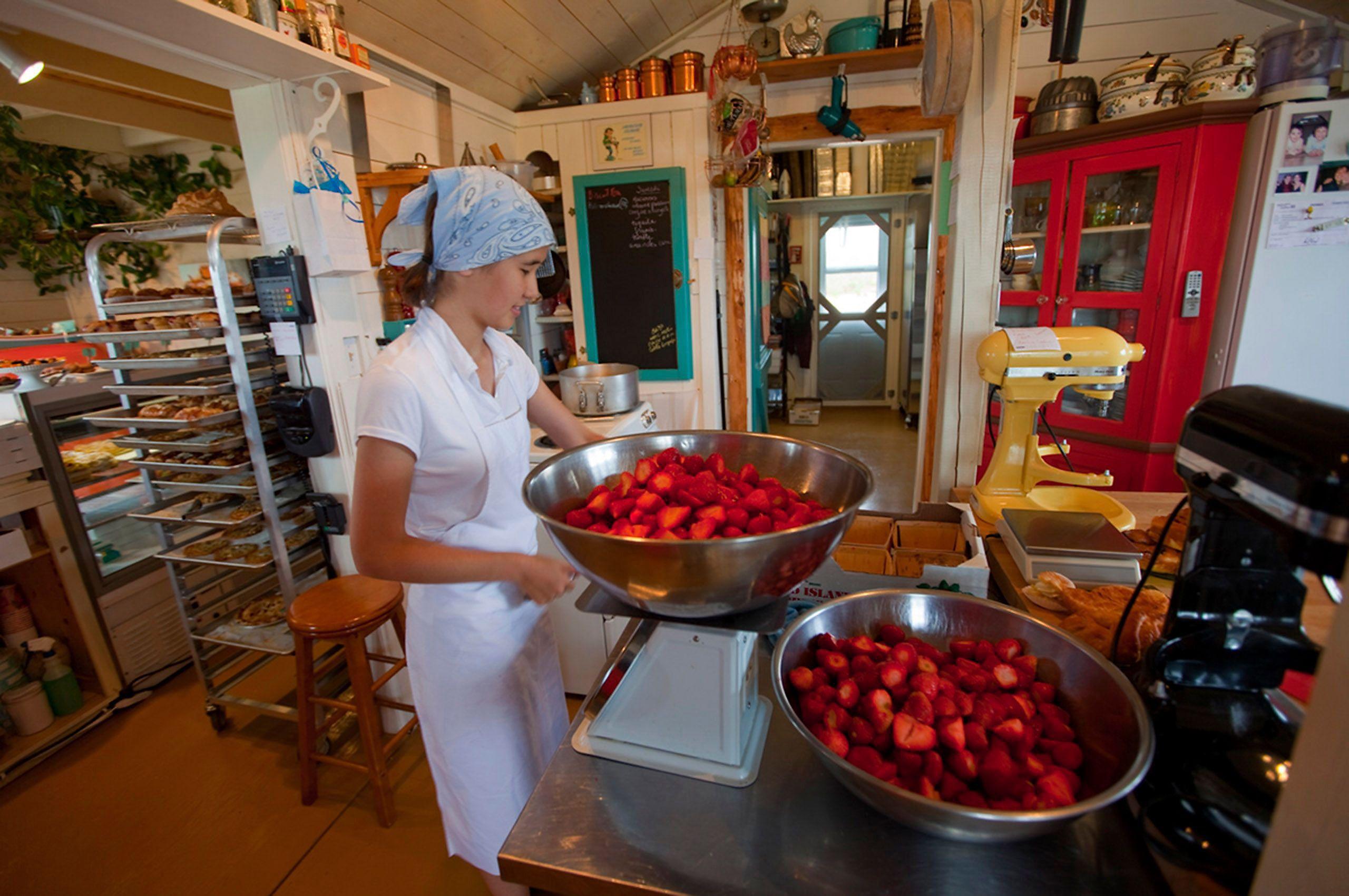 Commercial bakery Pâtisserie Hélène des iles Hélène Des Iles Les Îles de la Madeleine Quebec fraise strawberry
