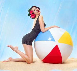1Vargas_Beach_Girl10.jpg