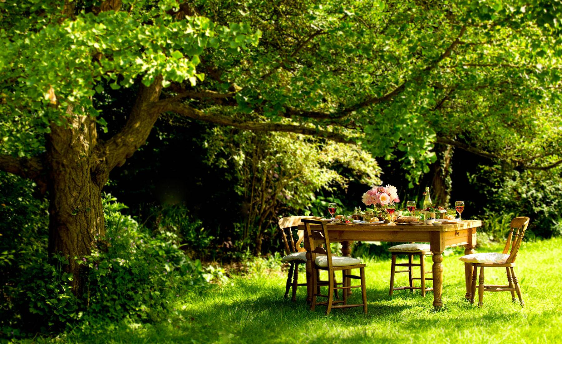 1summer_table_garden_.jpg