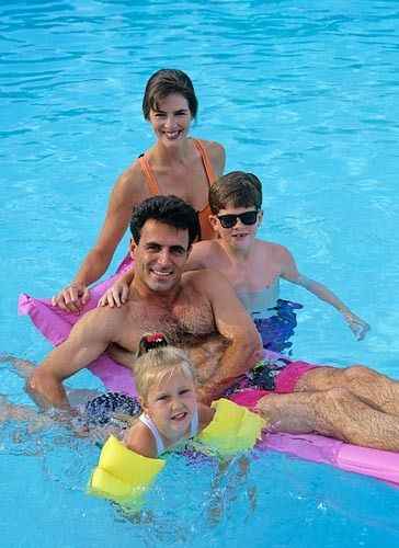 1pool_family_srgb.jpg