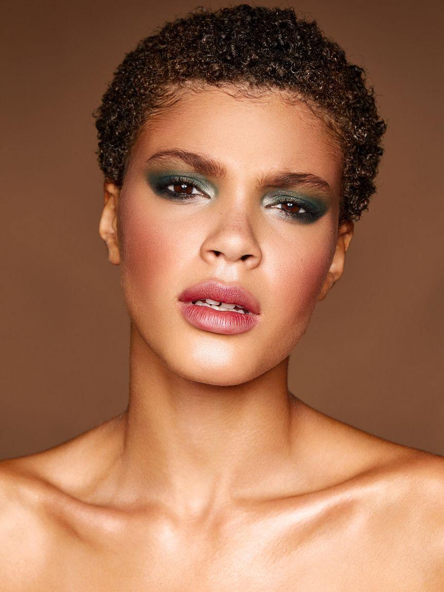 Alicja-Green-Eyeshadow-Cosmetics-Photographer.jpg