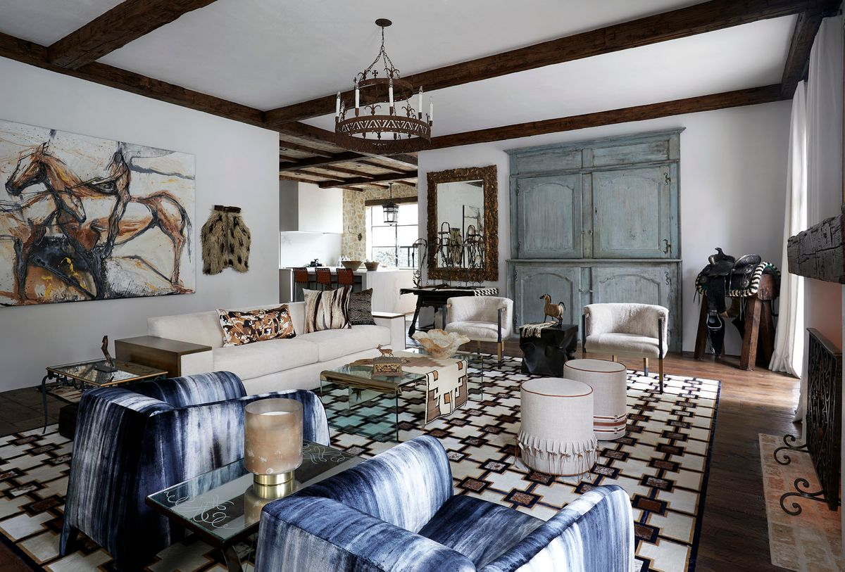 Lodge_Hollow-Livingroom-1.jpg
