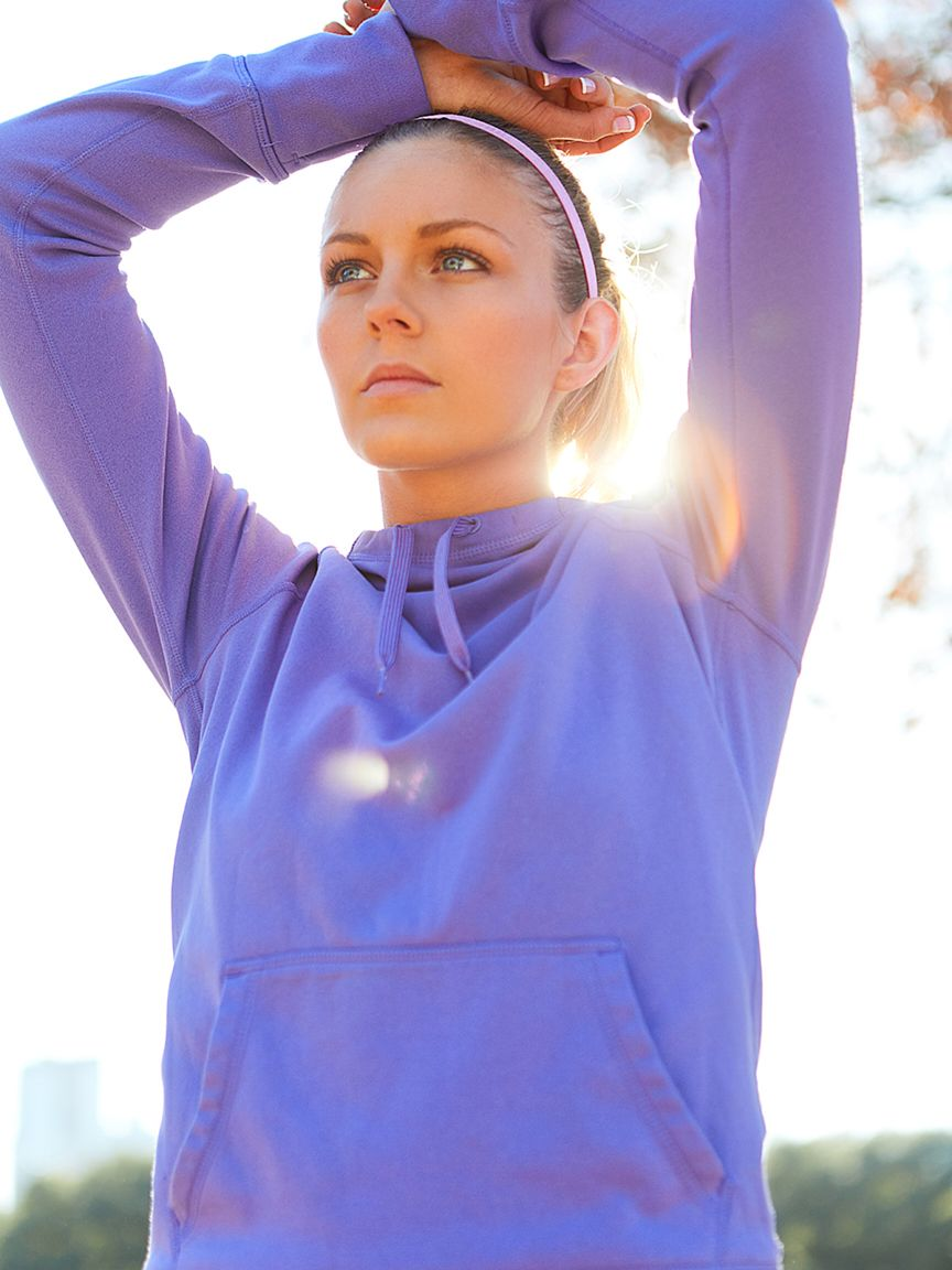 model-amanda-lewis-working-out-in-park-purple-hoodie.jpg