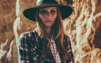 Model: Amanda Smith